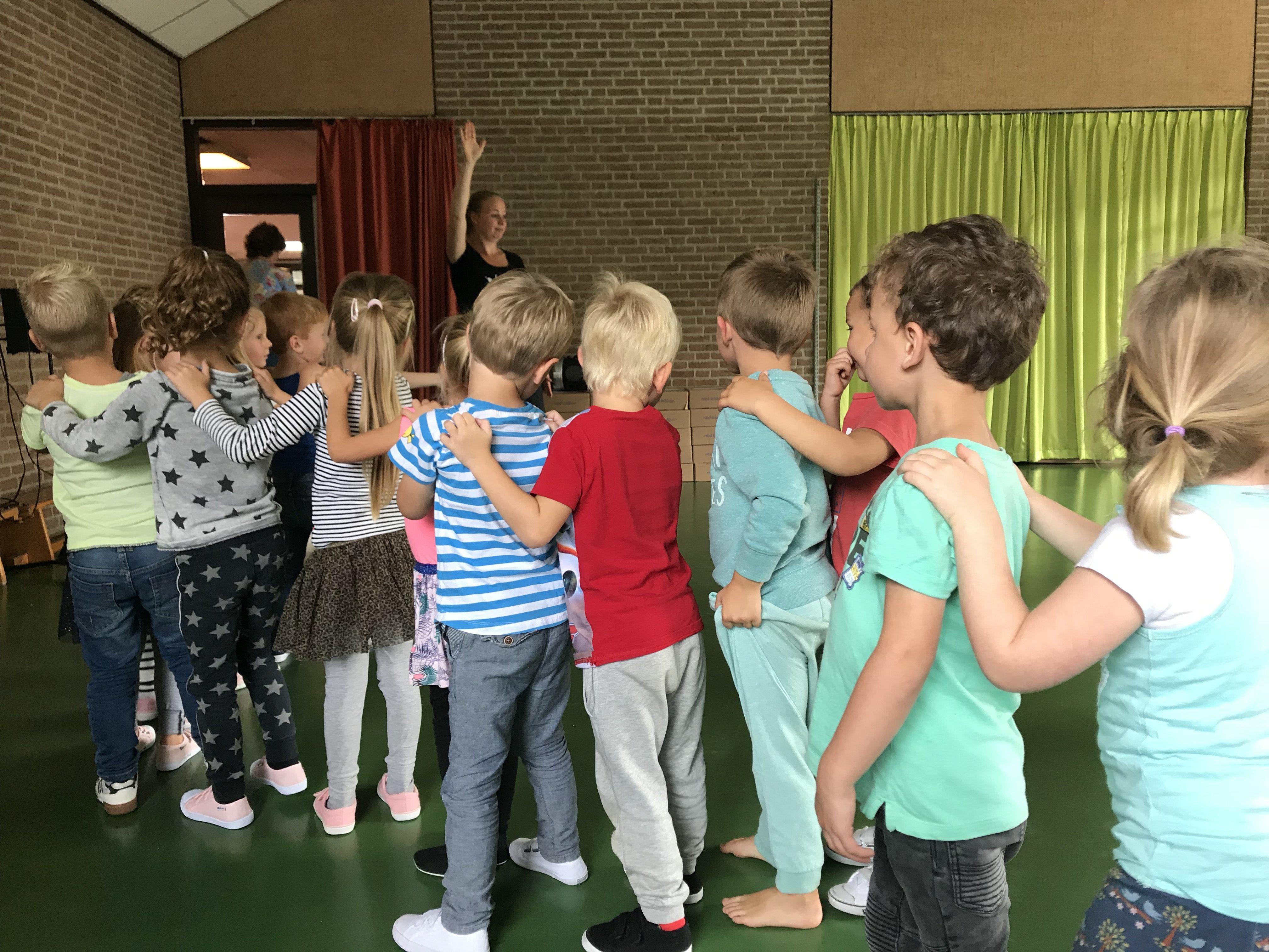 Bewegen op Muziek - stappen in de maat - BasisschoolMuziek.nl