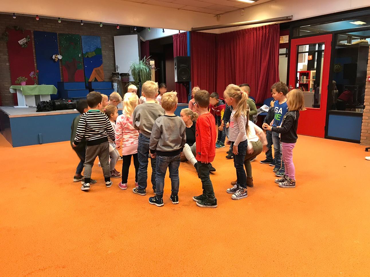 Bewegen op Muziek - Dansen in een kring - BasisschoolMuziek.nl