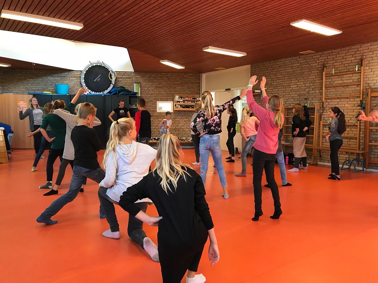 Bewegen op Muziek - Strike a pose - BasisschoolMuziek.nl